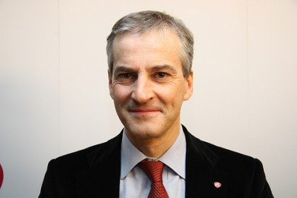 Jonas Gahr Støre forsvarte det frie ord for Europa.