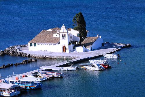 Til salgs! Grekerne bør selge noen av de vakre øyene sine for å senke budsjettunderskuddet foreslår tyske politikere. Foto: CC/Nite Dan