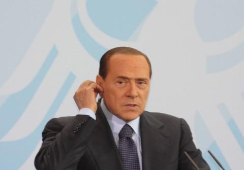 Silvio blir 75. Den italienske statsministeren Silvio Berlusconi fyller 75 år denne uken. Mens resten av Europa diskuterer gjeldskrisen og euroens fremtid skryter Silvio på seg unge damer. Foto: Dag Yngland