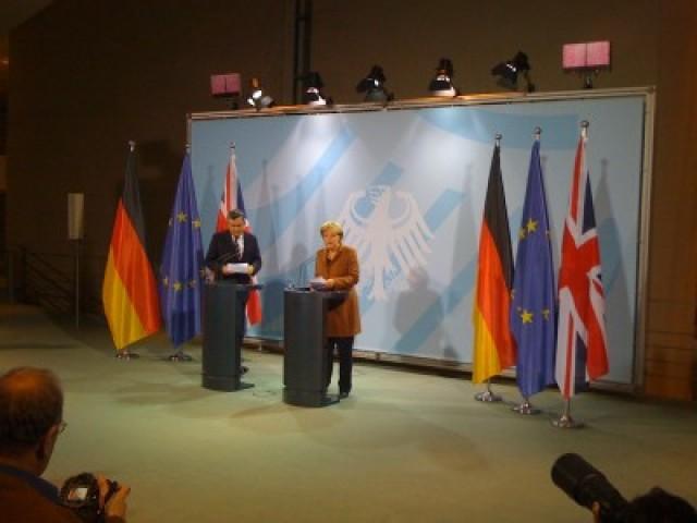 Kansler Angela Merkel og statsminister Gordon Brown er blitt enige om å stramme inn på bankenes bonusfester. Foto: Dag Yngland