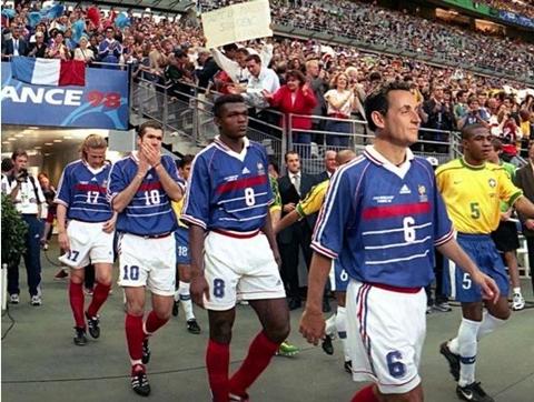 """Sarko leder """"Les Bleu"""", VM-finalen 1998 i Paris (ill: sarkonnexion)"""