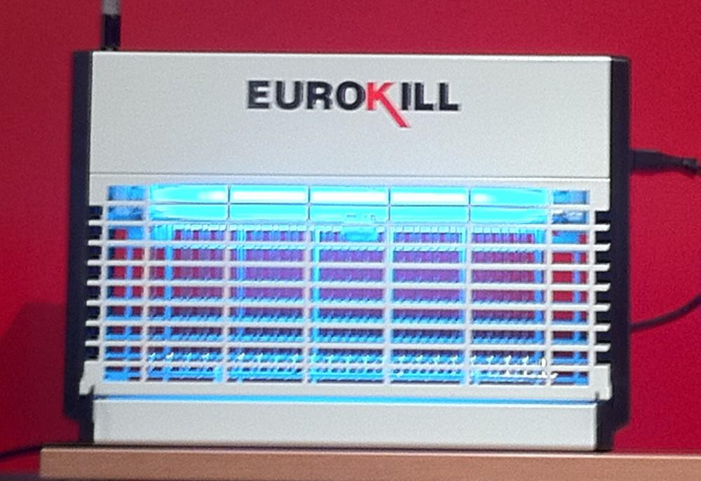 Nei, det er ikke en euro-oppløsnings-maskin. Euro-samarbeidet sliter, euro-navnet selger fortsatt. Denne gang en vepsefanger. Foto: Dag Yngland
